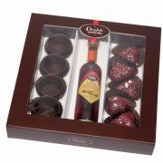Pack Chocolate com Pimenta contém:  4 COPOS CHOCOLATE 1 LICOR CHOCOLATE COM PIMENTA 5CL; 5 BOMBONS DE CHOCOLATE NEGRO COM PIMENTA ROSA E VERDE