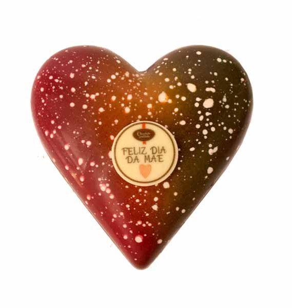 Coração de chocolate negro com avelãs com praliné de chocolate de leite